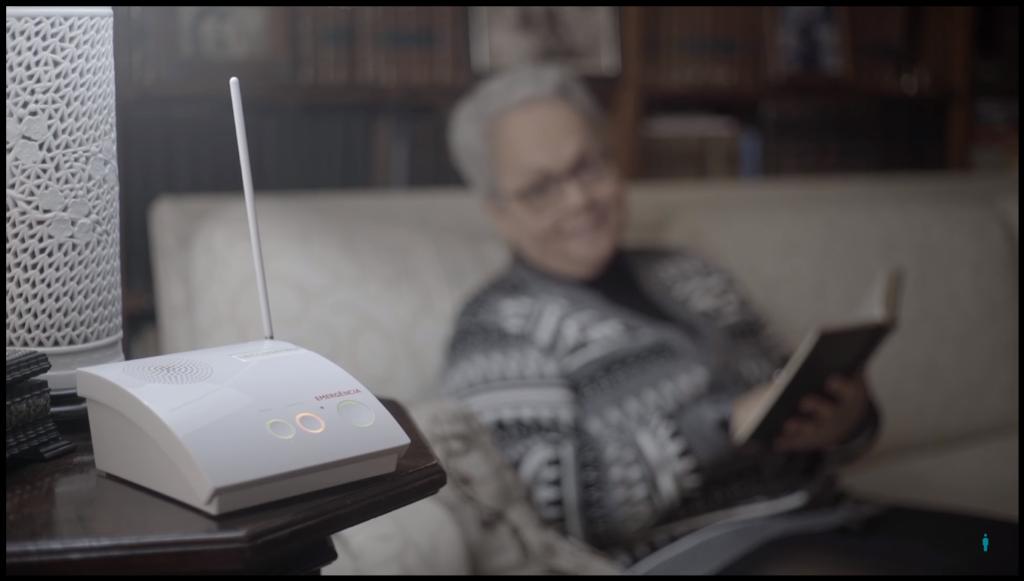 Como funciona o monitoramento de idosos a distância